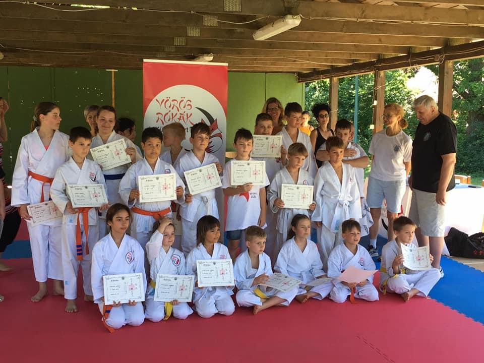 karate vizsga csoportkép